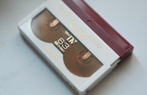 MiniDVテープ。なぜか63分という中途半端な数字。
