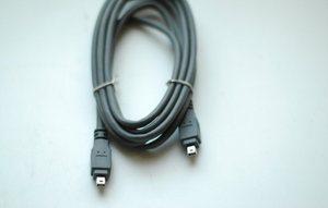 4ピンのi.LINK(IEEE1394)ケーブル 2メートル