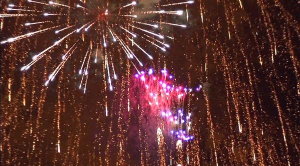ハイビジョンビデオカメラで撮影した花火。その6